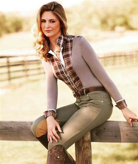 A beautiful and simple equestrian outfit